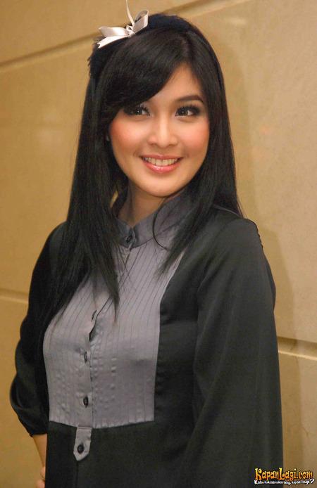 Sandra Dewi - Photos